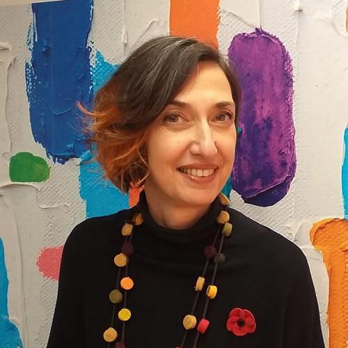 Antonella Batacchi: direttore artistico di Armonia, personal e hair designer creativa: guida le persone alla scoperta della propria bellezza e si occupa di formazione da circa vent'anni.