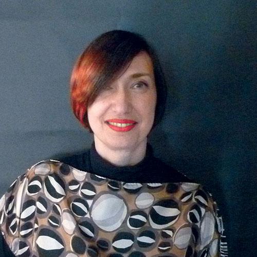 Antonella Batacchi: direttore artistico di Armonia, personal e hair designer creativa:mi piace guidare le persone, attraverso l'immagine, alla scoperta della propria bellezza. Mi occupo di formazione da circa vent'anni, con passione e professionalità