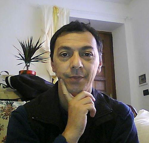Fernando Orlanduccio: hair stylist, ricercatore e formatore nei corsi di taglio Metodo Armonia dal base all'avanzato, accompagno da alcuni decenni i miei colleghi nella loro crescita professionale.