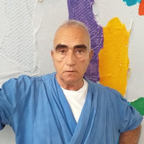 Giuseppe Garofalo: hair stylist e formatore, ha iniziato il percorso lavorativo a Londra poi a Firenze nell'Accademia Armonia. La passione per l'acconciatura lo ha spinto a mettere tutta la sua sapienza a disposizione nei nostri corsi.