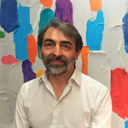 Giuseppe Casertano: hair stylist e formatore. Ho frequentato l'Accademia Armonia nel 1992 collaborando fino al 96 per poi dedicarmi alla mia attività. Nel 2015 ho ripreso a collaborare con entusiasmo passione e professionalità